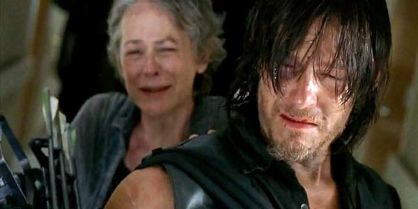 walking dead carol darryl cry when beth dies 2015