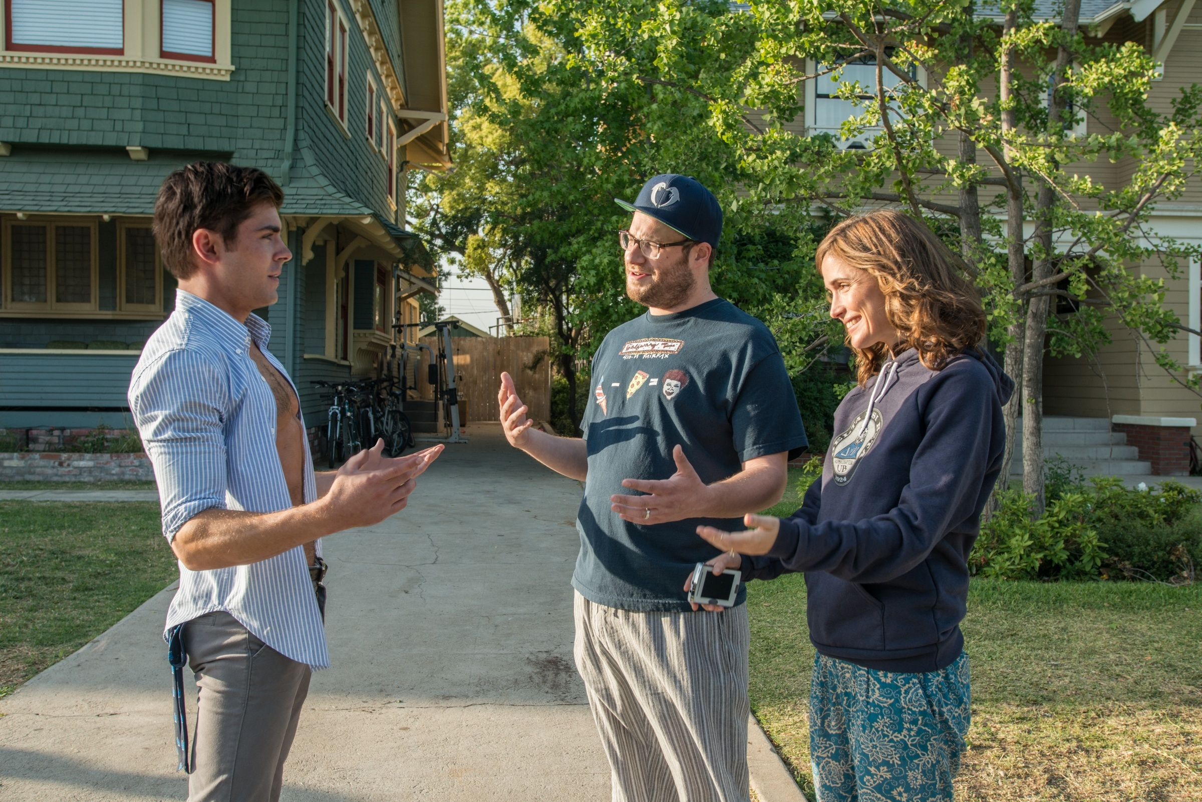 zac efron back neighbors 2 with seth rogen and rose byrne 2015 images