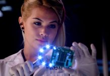 avery ryan checking rollar coaster crash on csi cyber 2015 images