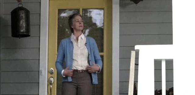 carol dressing down for remember the walking dead alexandria life 2015