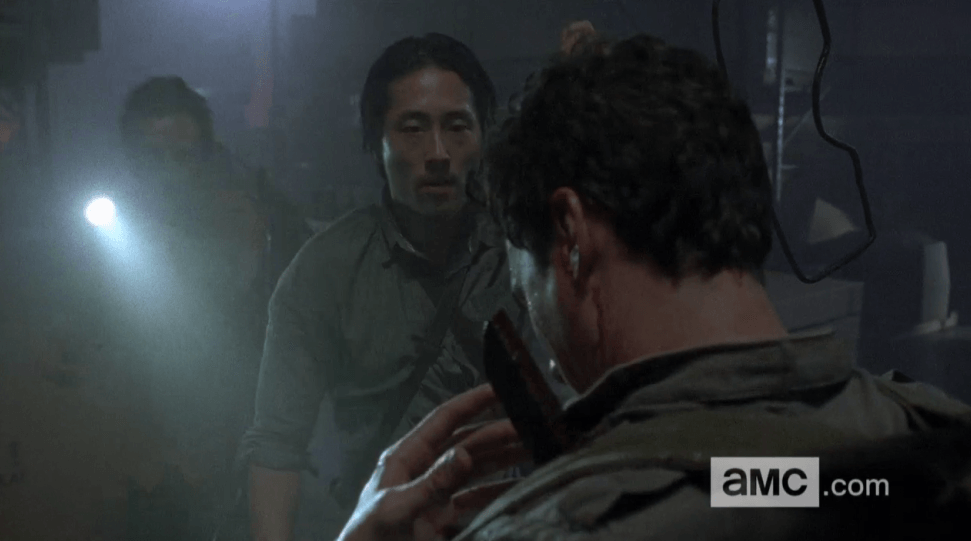 glen trying to save stabbed aiden on walking dead 2015