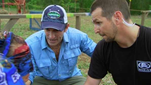 kelly cuts head open on survivor worlds apart challenge 2015