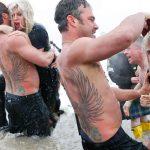 lady gaga and taylor kinney do polar plunge 2015