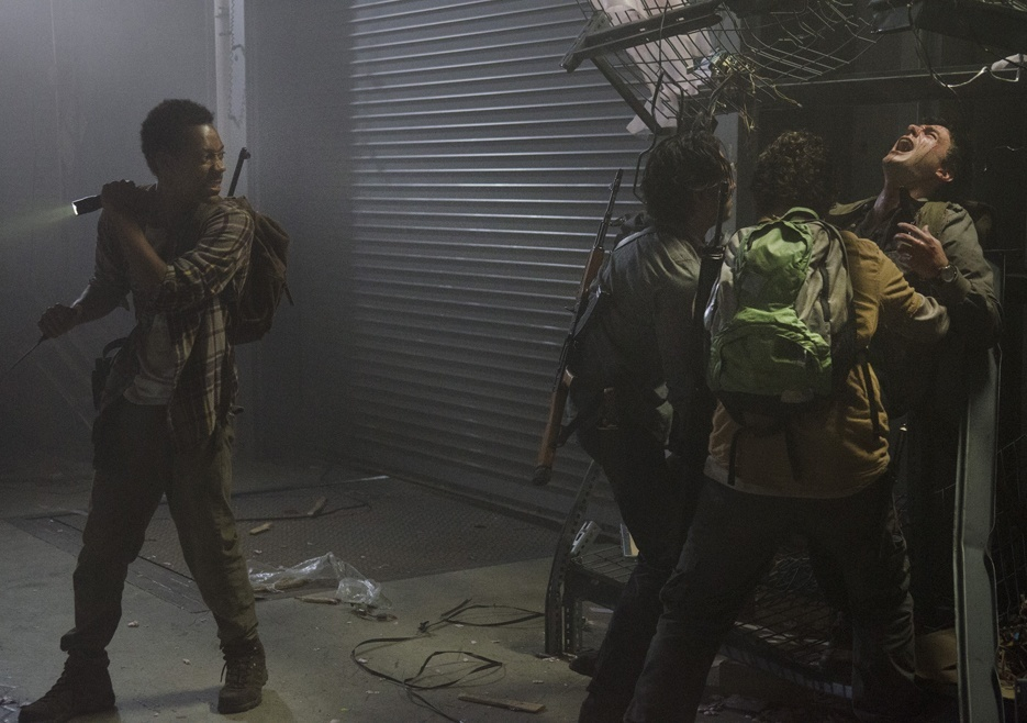 noah glenn trying to save adrian on walking dead spend 2015 images