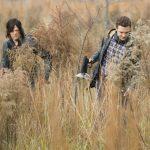 norman reedus darryl with aaron hunting walking dead 516 2015