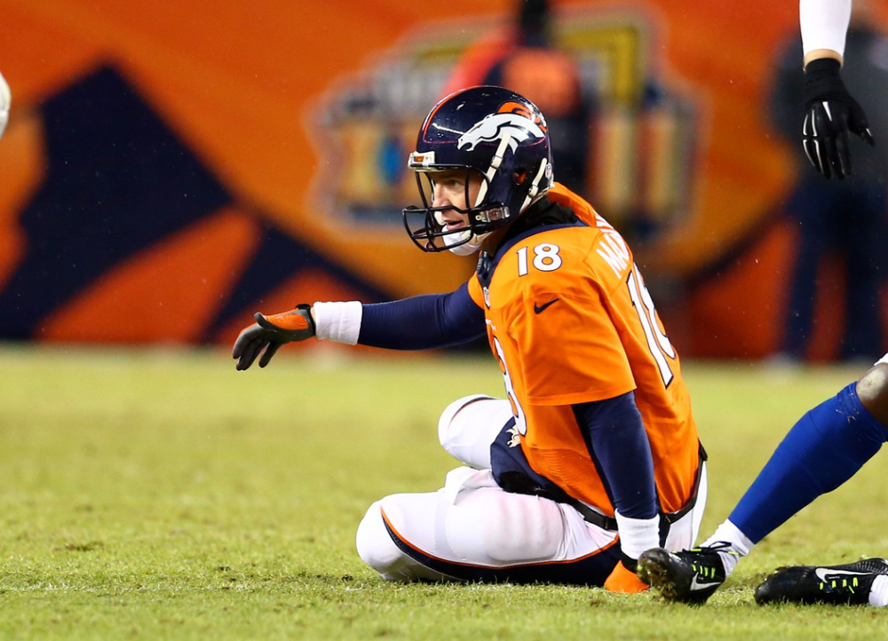 peyton manning playing with torn quad for denver broncos 2015 nfl