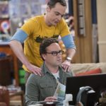 shedlon gives leonard a back rub on big bang theory 815 2015
