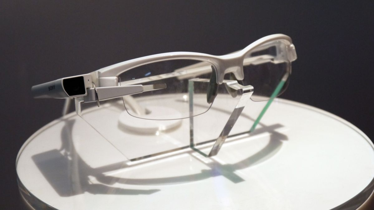 sony smarteyeglass not so hot over google glass 2015
