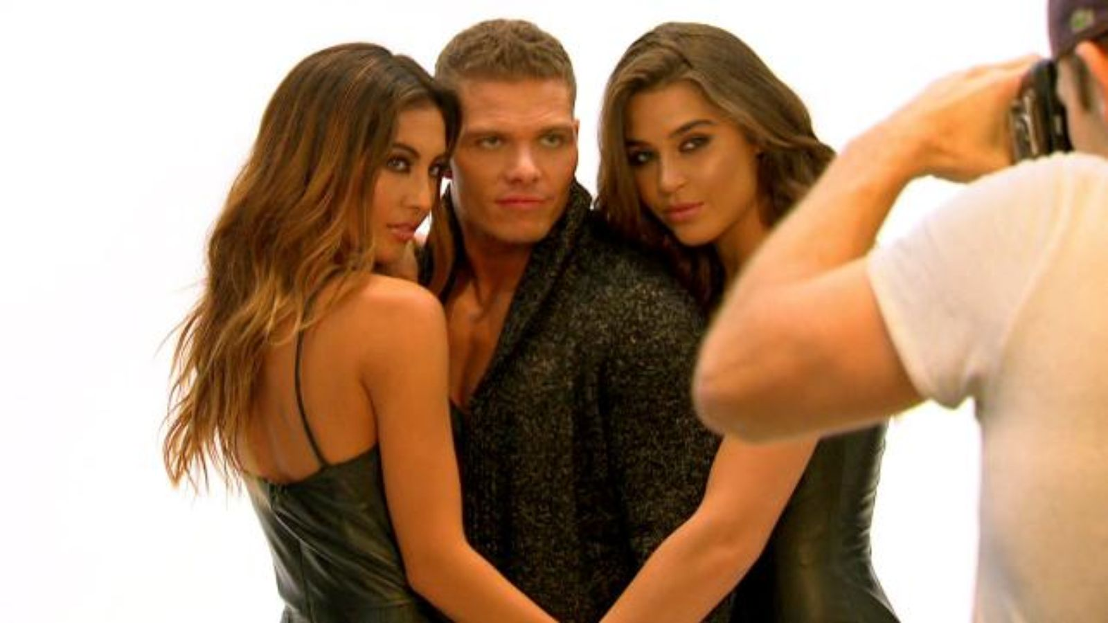wwe tj working bulge on models for total divas 2015