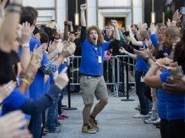 apple launch days draw huge crowds until watch 2015