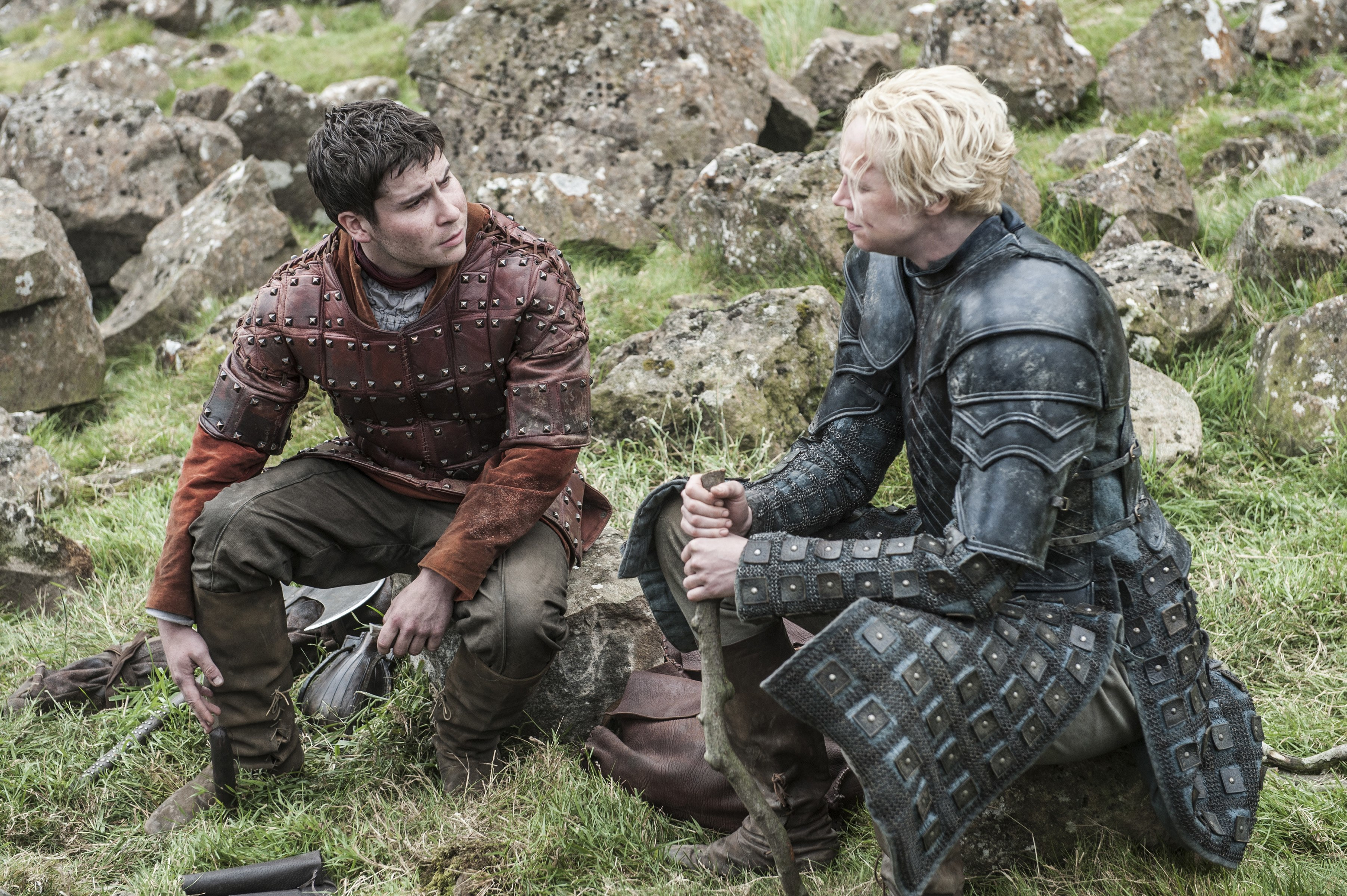 brienne and pod seeking shelter on game of thrones 2015 recap