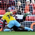 crystal digs deep into sunderlands back end premier league 2015