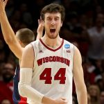 frank kaminsky gets naismoth trophy for wisconsin ncaa 2015