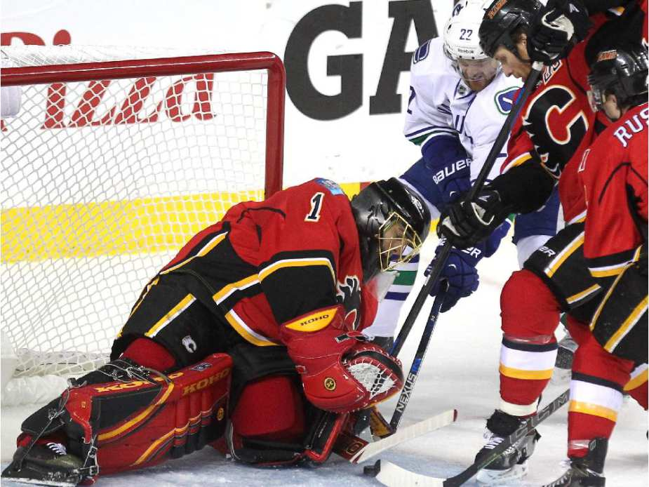 jonas hiller saved flames from canucks scoring stanley cup playoffs 2015