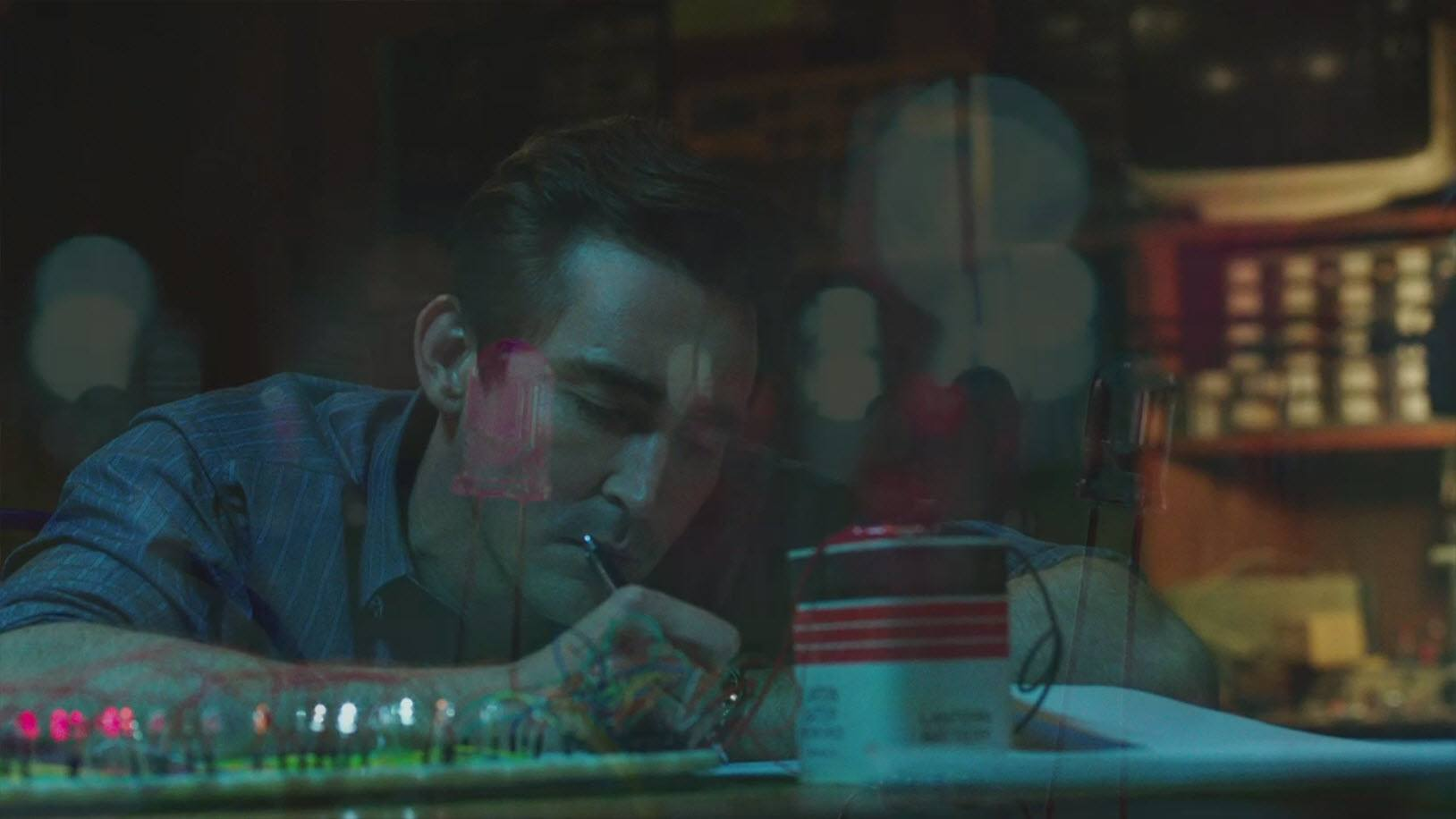 lee pace joe bi man working computer board halt catch fire 2015