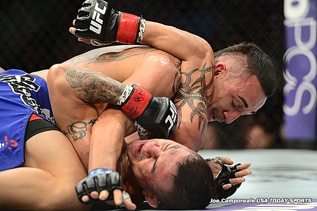 max holloway between legs of cub swanson ufc fight nights 2015