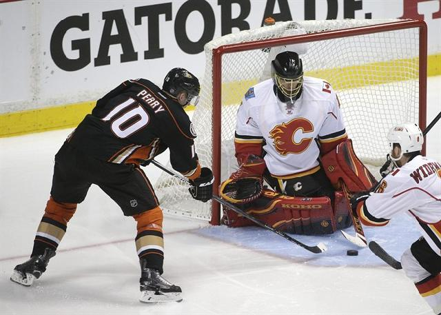 corey perry scores for anaheim ducks against calgary flames stanley cup playoffs 2015