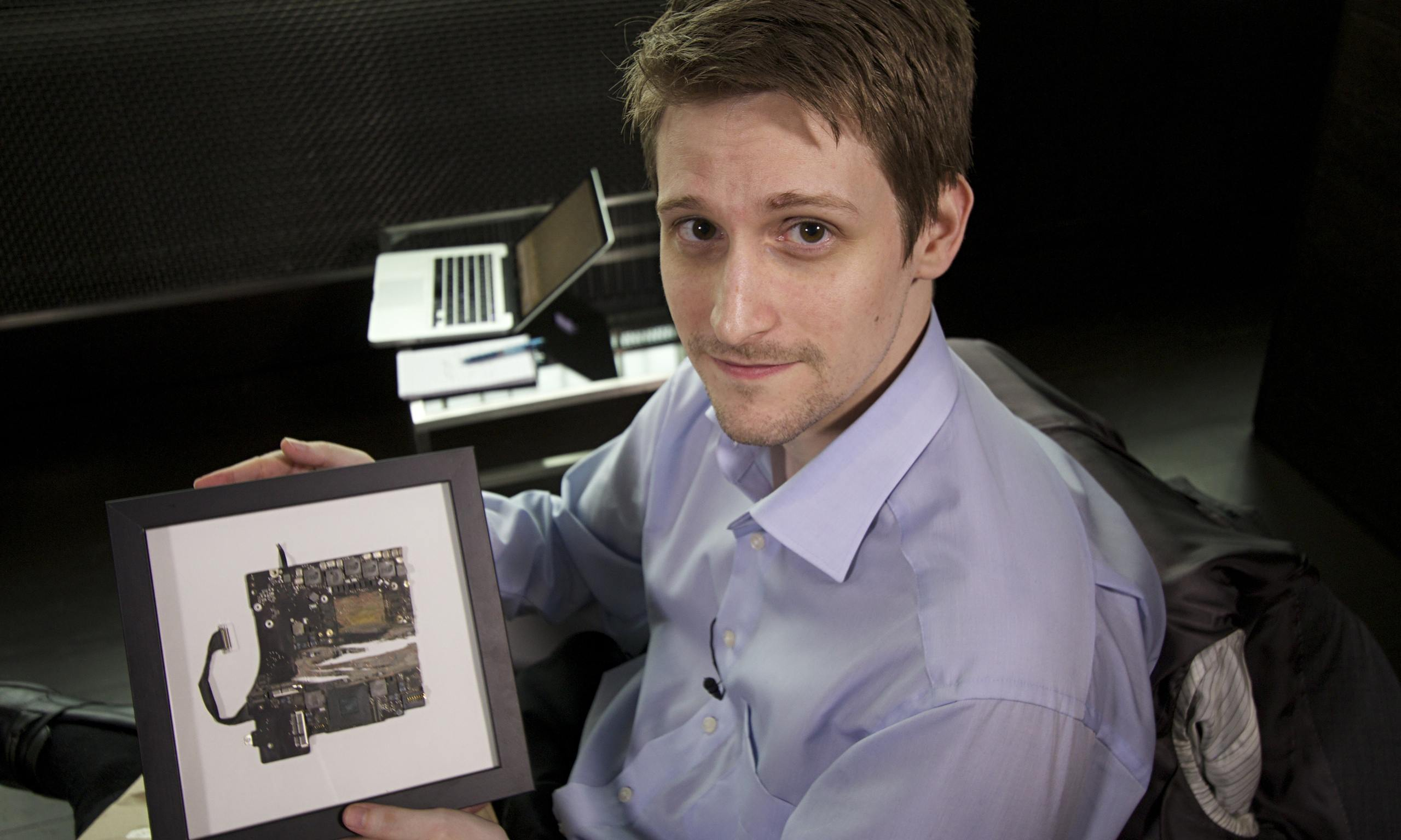 Edward Snowden shows surveillance nsa at work 2015