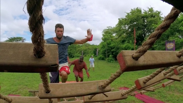 survivor worlds apart ep 11 dan out recap images 2015 596×335-012
