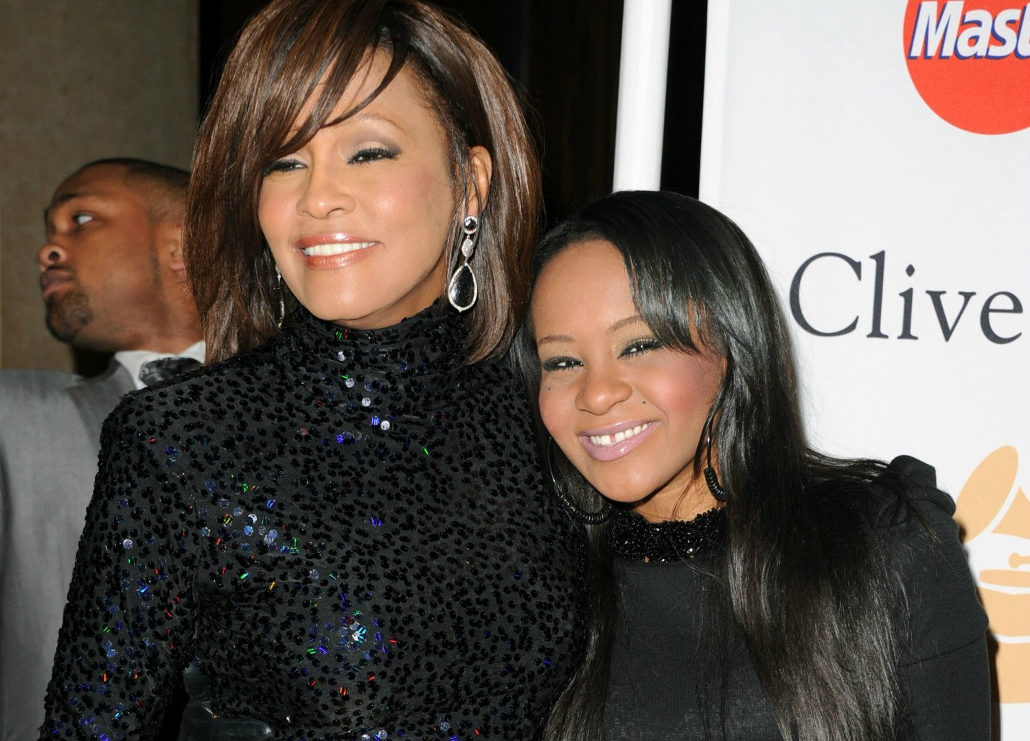 bobbi kristina brown brought home to die 2015