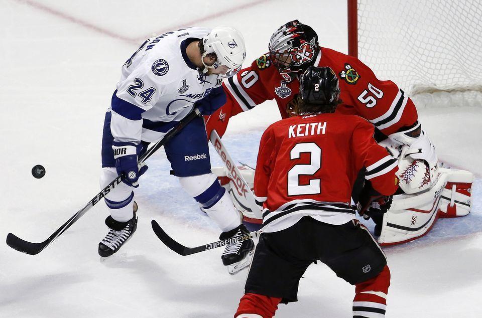 chicago blackhawks beat lightning game 4 stanley cup playoffs 2015