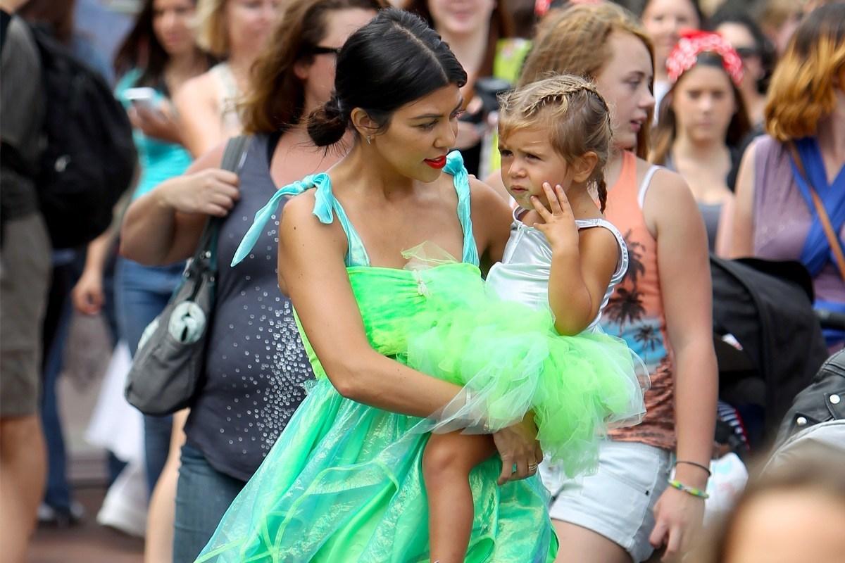 kourtney kardashian with penelope disick at disneyland 2015 gossip