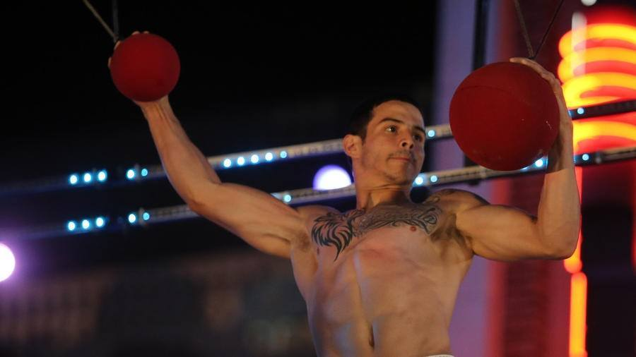 american ninja warrior 709 orlando flip rodriguez balls 2015 images