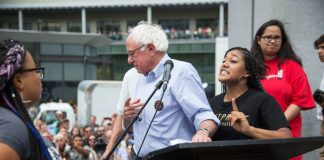 black lives matter push bernie sanders off 2015