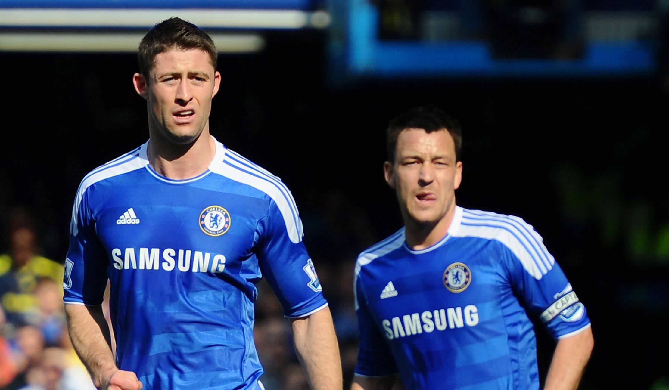 whats wrong with chelsea soccer gary cahill with john terry 2015 images