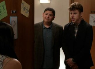 modern family closet case recap 2015 images