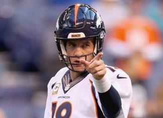 Peyton Manning Passes Brett Favre 2015 nfl images