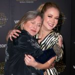carrie-fisher-and-billie-lourd star wars premiere force awakens 2015