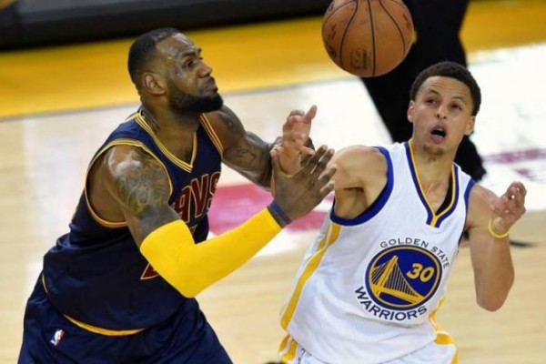 cleveland cavaliers vs golden state warriors holiday showdown 2015 nba images