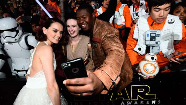 daisy-ridley-wide star wars premiere force awakens 2015