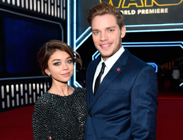 dominic-sherwood-and-sarah-hyland star wars premiere force awakens 2015