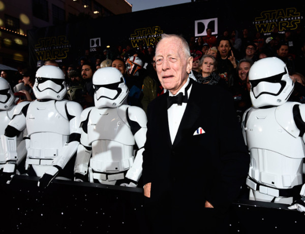 max-von-sydow star wars premiere force awakens 2015