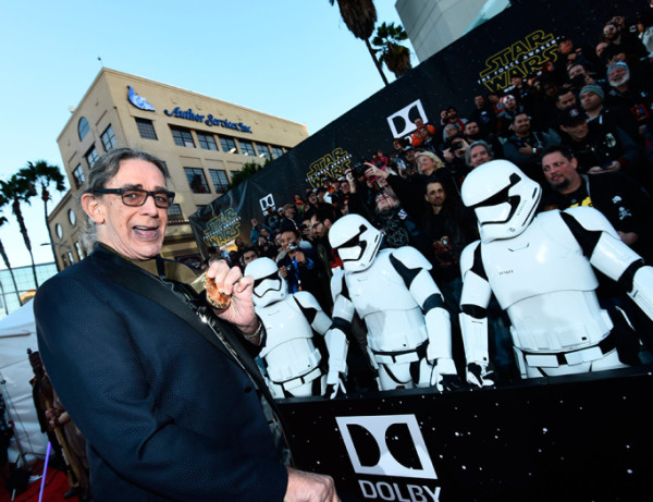 peter-mayhew star wars premiere force awakens 2015