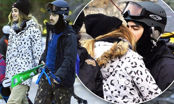 joe jonas spreading love legs as fast as gigi hadid 2016 gossip