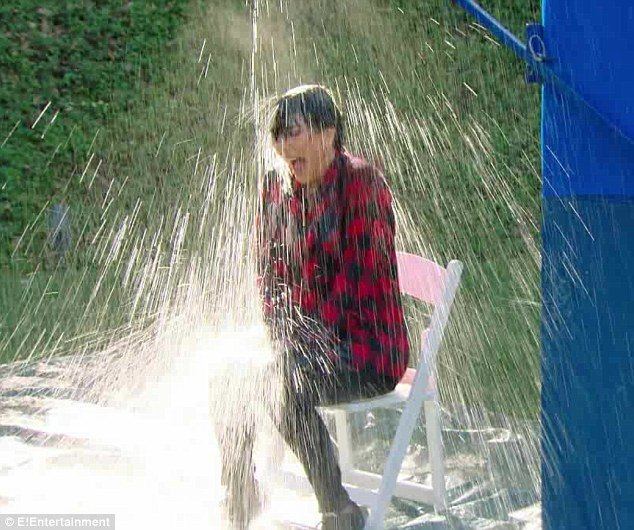 keeping up with the kardashians kris jenner gets wet with boyfriend 2016 images