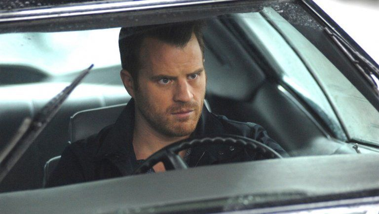 photo of Robert Kazinsky  - car