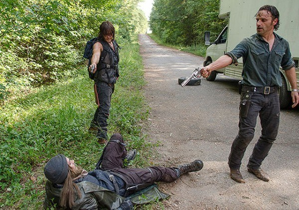daryl rick gun down jesus the walking dead
