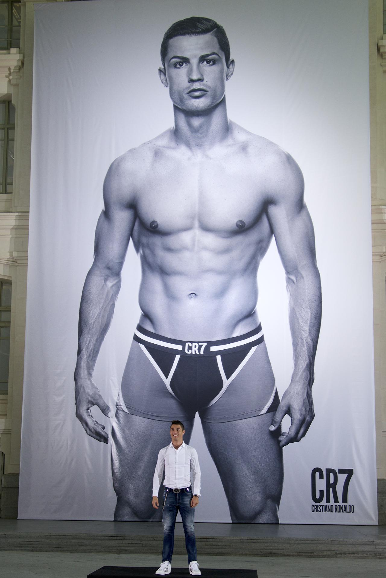 Should Real Madrid consider selling Cristiano Ronaldo 2016 images