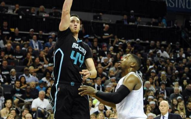 charlotte hornets sting miami heat 96-80 breaking losing streak 2016 images