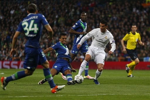cristiano ronaldo kicking bulge ball 2016