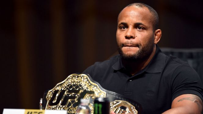daniel cormier injured 2016