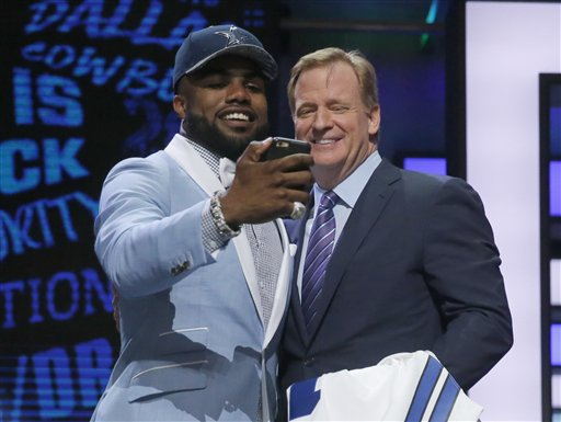ezekiel elliott drafted with roger goodell 2016
