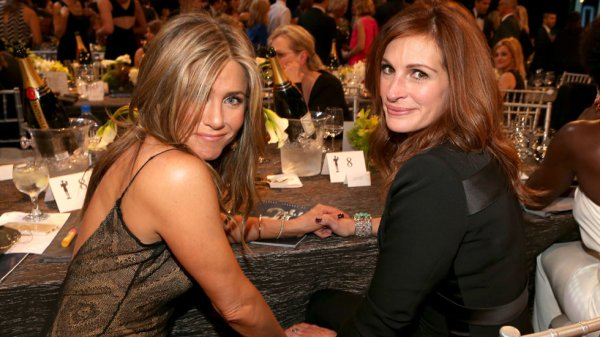 jennifer aniston with julia roberts mothers day