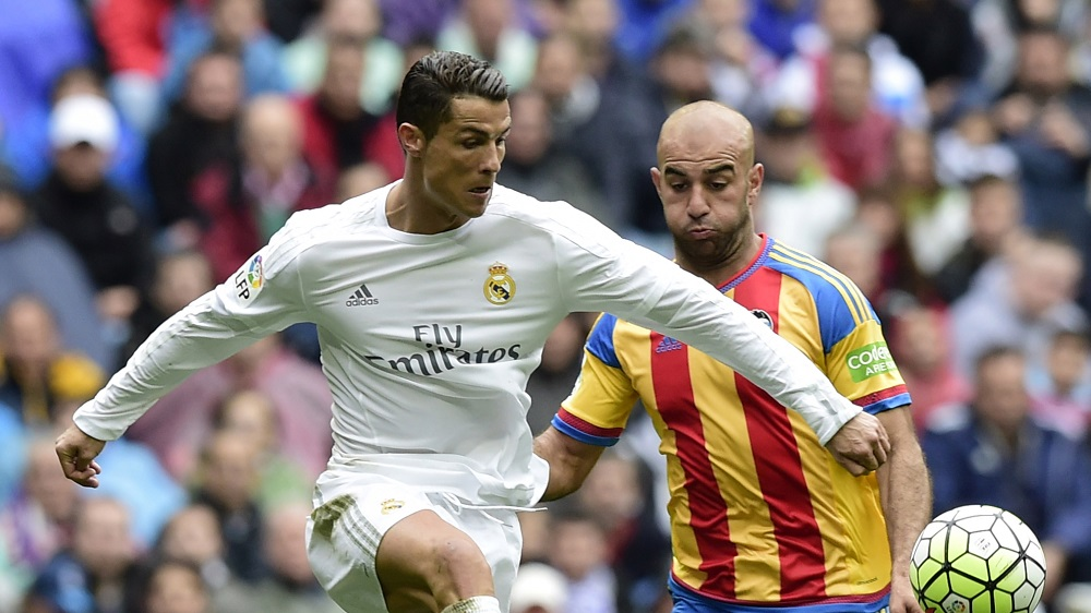 Barcelona vs Real Madrid: Last game for 2016 Spanish Title soccer images