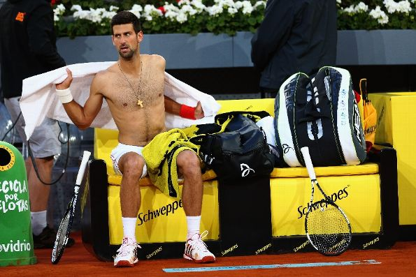 novak djokovic towels off