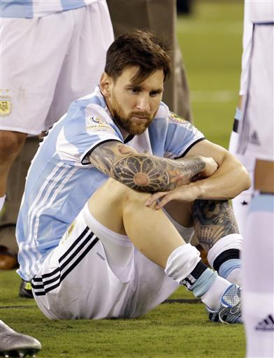 fans hoping lionel messi will reconsider leaving argentina 2016 images